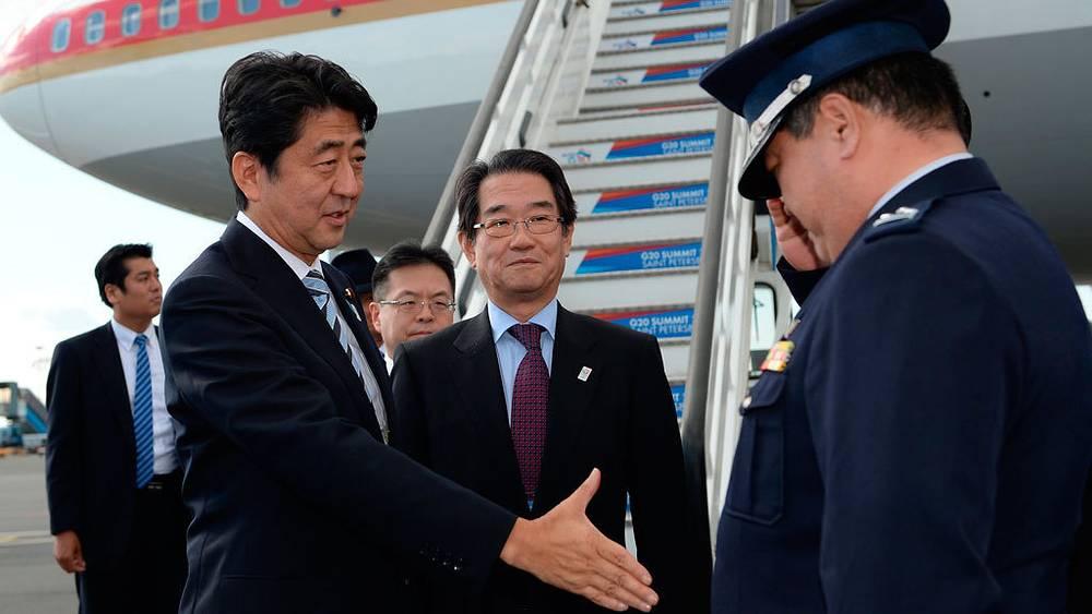 Премьер-министр Японии Синдзо Абэ. Фото EPA/RAMIL SITDIKOV / POOL