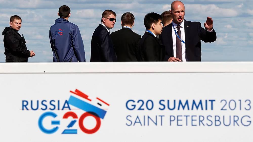 """Подготовка к саммиту """"Большой двадцатки"""". Фото EPA/YURI KOCHETKOV"""