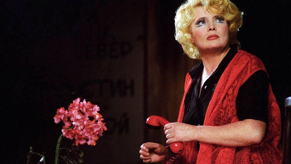 """Спектакль """"Приятная женщина с цветком и окнами на север"""", 1983 г. Фотохроника ТАСС/ Николай Малышев"""