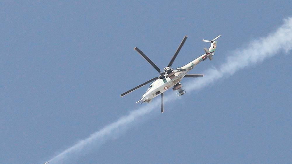 Вертолет правительственных войск вблизи города Маалюля к северо-востоку от Дамаска. Фото ИТАР-ТАСС/ Михаил Почуев