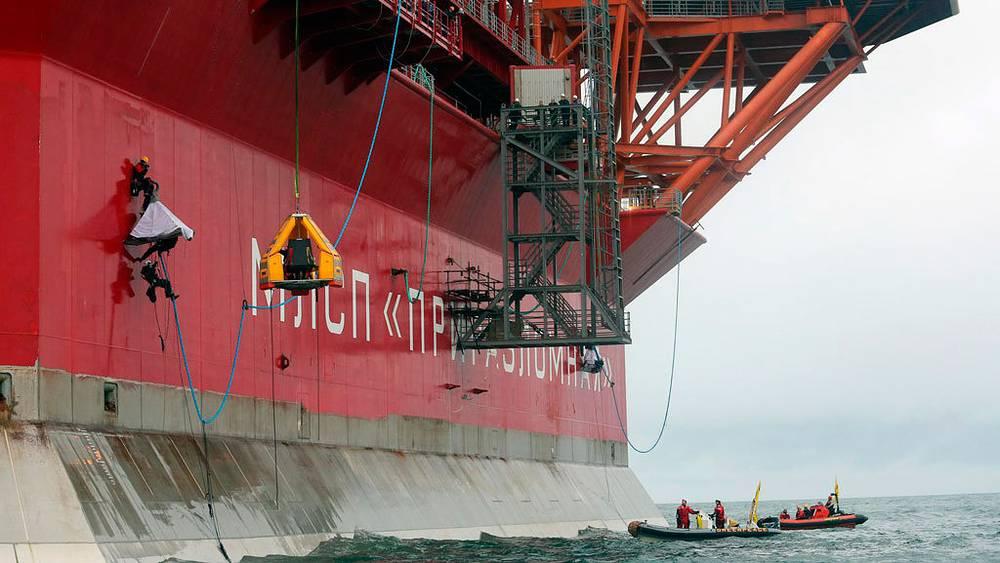Акция Greenpeace на нефтяной платформе Приразломная, Печорское море. 2012. Фото EPA//DENIS SINYAKOV
