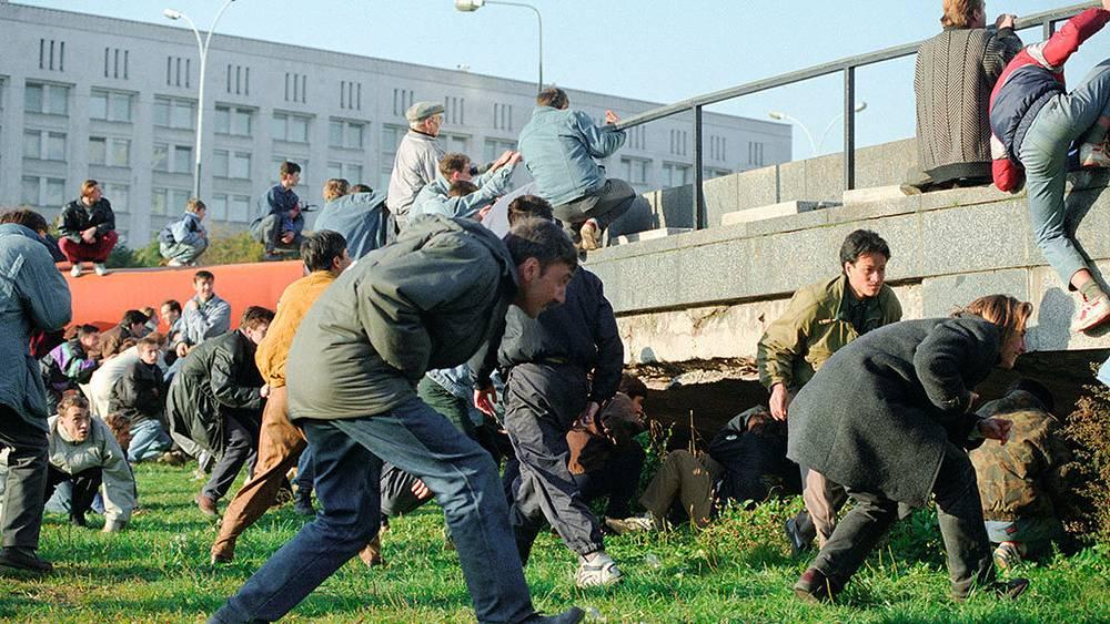Во время захвата здания мэрии. Фото ИТАР-ТАСС/ Геннадий Хамельянин