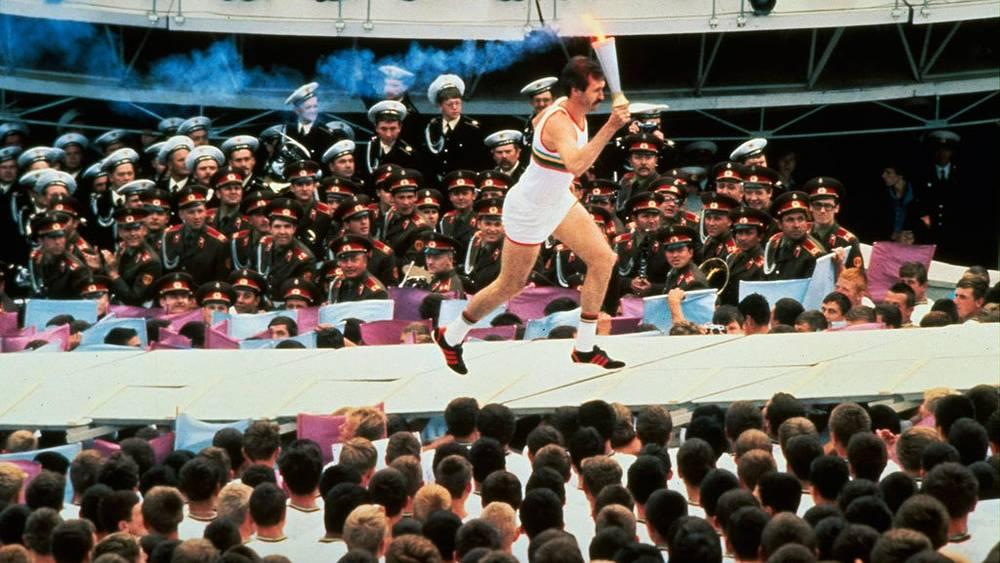 Сергей Белов с олимпийским факелом. 1980 г. Фото AP