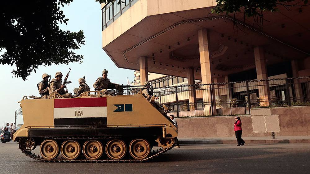 Военная техника в Каире. Фото EPA/AMEL PAIN