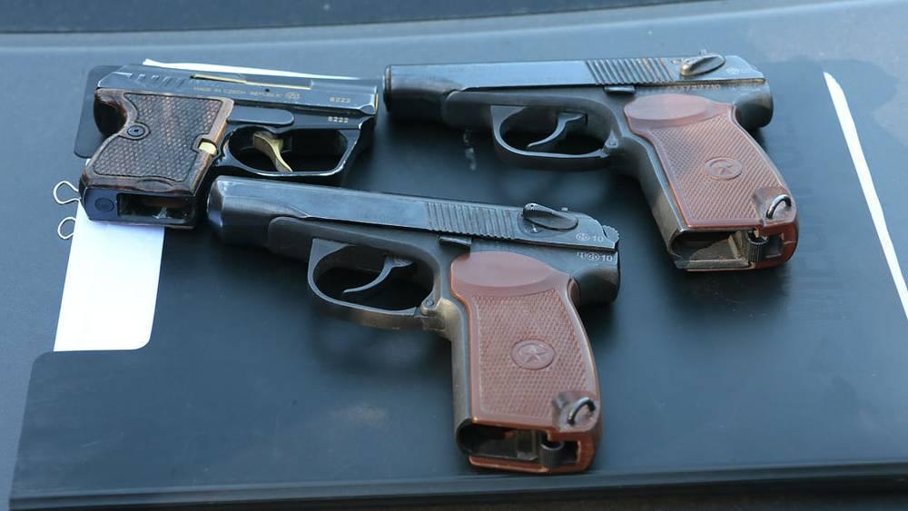 Оружие, обнаруженное сотрудниками полиции на овощебазе. Фото ИТАР-ТАСС/ Михаил Метцель