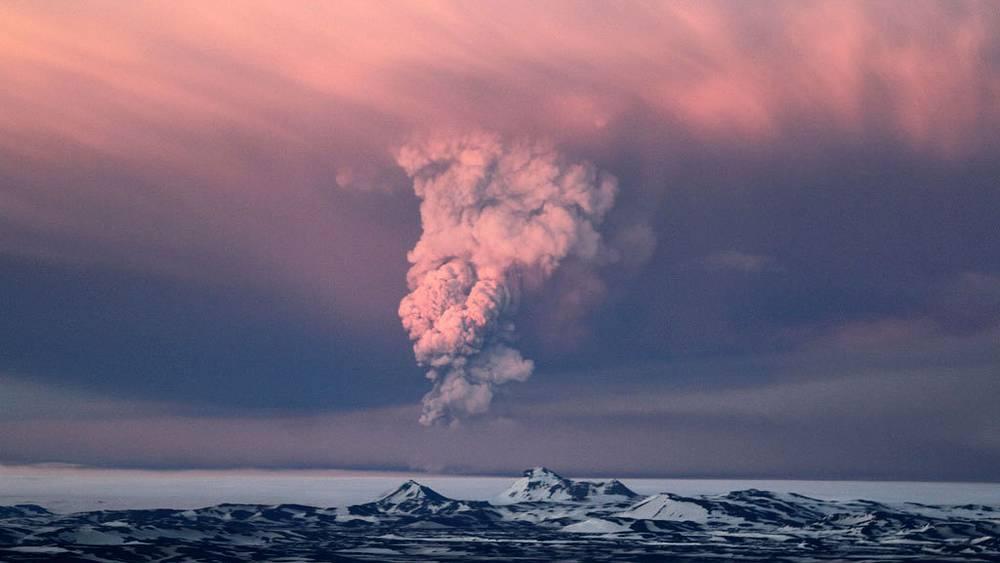 Вулкан Гримсвотн /Исландия/. 22-25 мая 2011. Фото AP /Jon Gustafsson