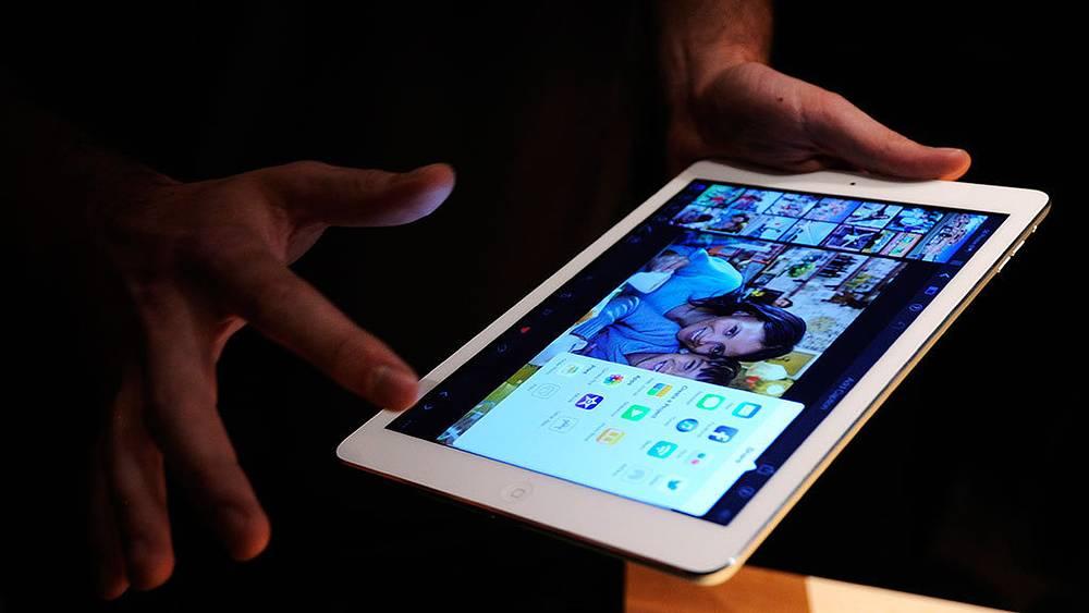 Во время презентацим iPad Air в Лондоне. Фото EPA/FACUNDO ARRIZABALAGA