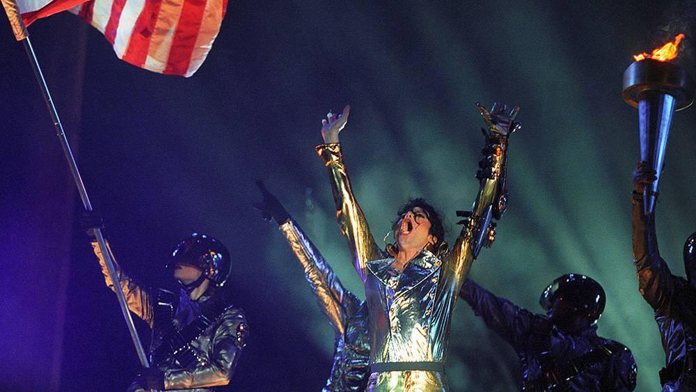 "Майкл Джексон во время концерта на стадионе ""Динамо"", 1996 г."