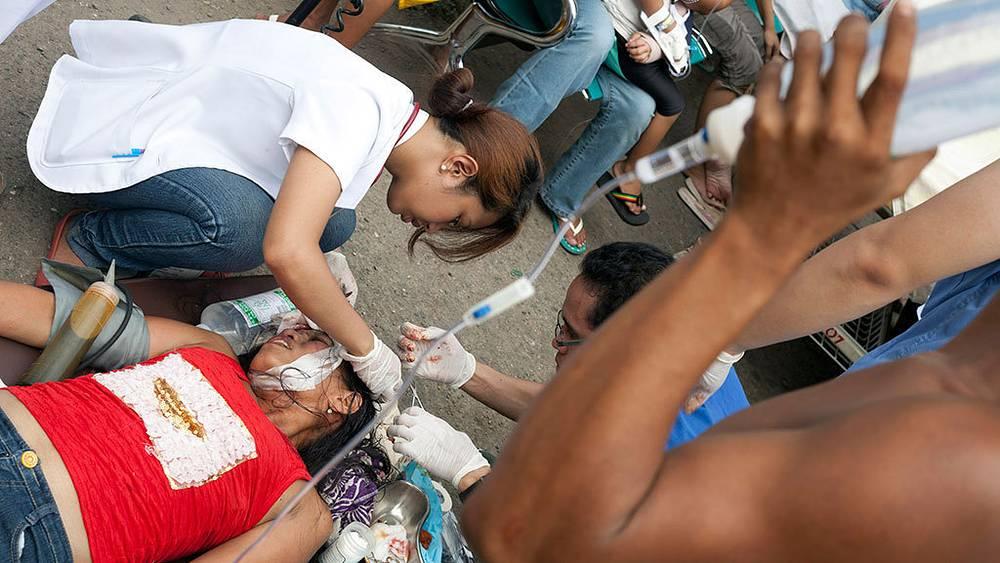 Спасательные работы на Филиппинах после землетрясения.Фото EPA/STR