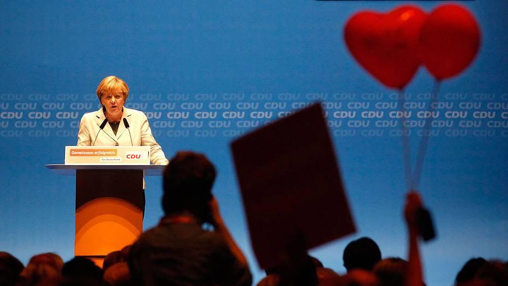В Дюссельдорфе со своими сторонниками. 2013. Фото EPA/ ROLAND WEIHRAUCH