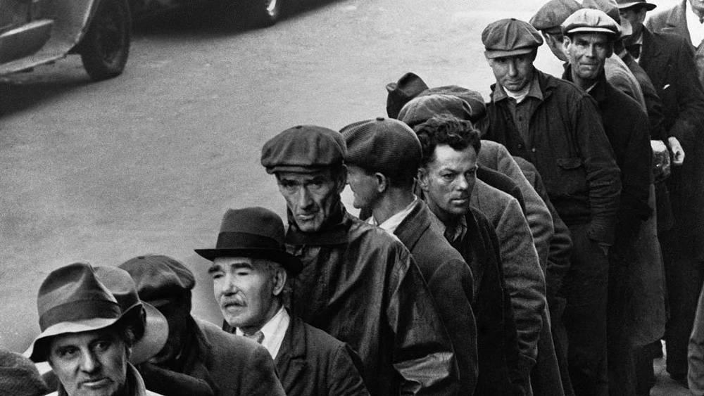 Очередь безработных в Ньюарке, штат Нью-Джерси. 3 апреля 1935 года. Фото АР