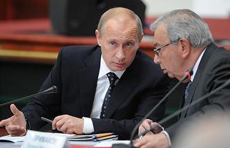 Президент РФ Владимир Путин и российский политический и государственный деятель, академик РАН Евгений Примаков