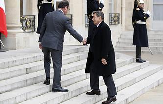 "Президент Франции Франсуа Олланд и лидер ""Республиканцев"" Николя Саркози"