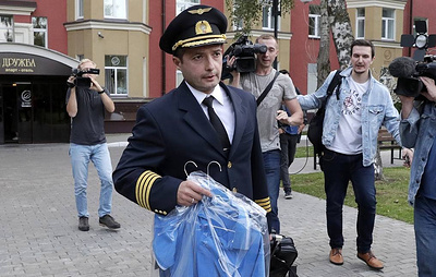 Pilots of belly-landed Russian plane return to home town