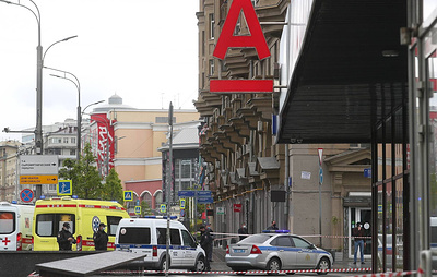 Unknown man takes hostages in Alfa-Bank office in Moscow, threatens to blow up building