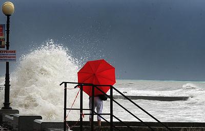 Штормовое предупреждение объявлено в Крыму из-за ожидаемых ливней и ветра