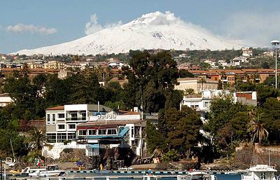 На Сицилии в районе Этны произошло несколько десятков землетрясений