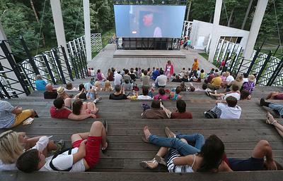 Сад имени Баумана и еще 10 парков этим летом станут площадками для кинопоказов в Москве