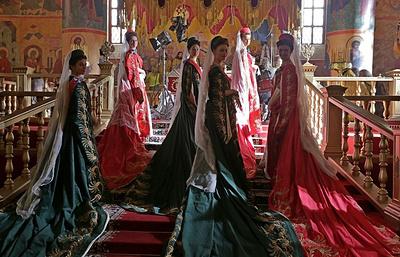 Выставка костюмов и украшений из фильма «Матильда» открылась в ГУМе
