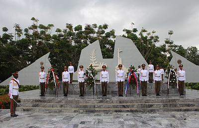 100-летие Октябрьской революции отметили у мемориала советского воина на Кубе
