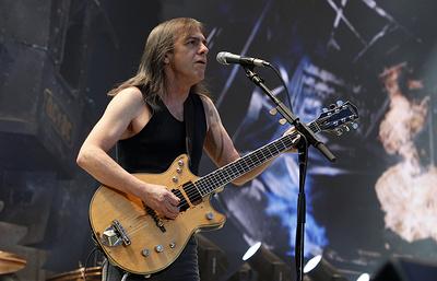 Умер один из основателей группы AC/DC