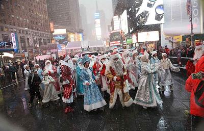Парад Дедов Морозов и Снегурочек прошел по Манхэттену