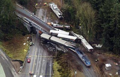 Число погибших при аварии поезда в США возросло до шести