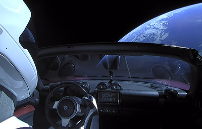 Ученые: отправленный в космос спорткар Илона Маска может вернуться на Землю