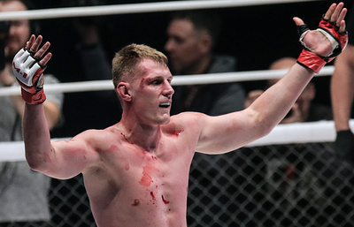 Россиянин Волков нокаутировал бразильца Вердума на турнире UFC в Лондоне