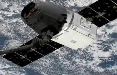 Грузовой корабль Dragon успешно пристыковался к МКС