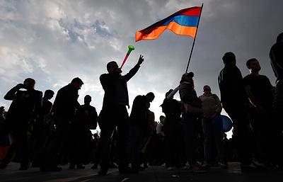 Лидер оппозиции Пашинян готов выдвинуться от народа в премьеры Армении