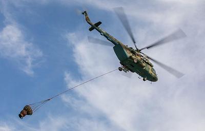 Военные вертолеты Ми-8 сбросили 300 тонн воды для тушения лесного пожара на Урале