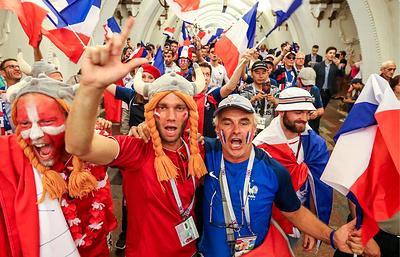 """Французские и датские болельщики побратались перед матчем в """"Лужниках"""""""