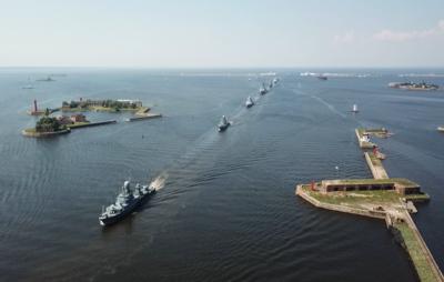 Тренировка кораблей ВМФ перед Главным военно-морским парадом завершилась в Кронштадте