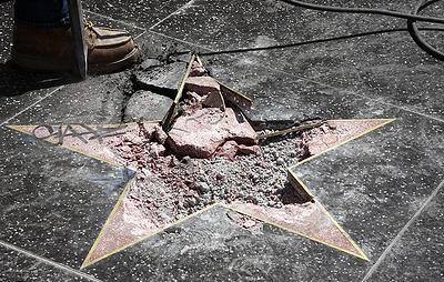 Разбивший звезду Трампа на Аллее славы Голливуда заявил в суде о своей невиновности