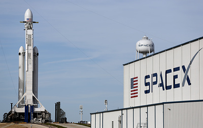 SpaceX объявила о выборе первого туриста для полета на орбиту Луны