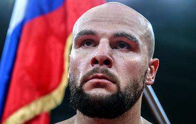 Российский боксер Кузьмин одержал 13-ю победу, выиграв у Прайса в Лондоне