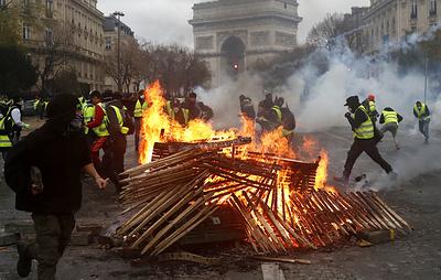 Премьер Франции сообщил, что в парижских протестах участвуют до 5,5 тыс. человек
