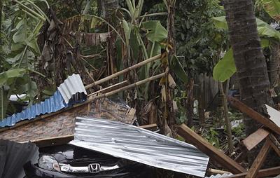 Посольство России проверяет списки погибших в результате цунами в Индонезии photo
