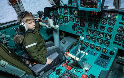 """Компания """"Ил"""" исполнила мечту шестилетнего мальчика побывать за штурвалом самолета"""