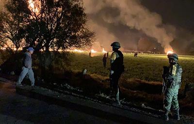Не менее 20 человек погибли при взрыве на трубопроводе с горючим в Мексике