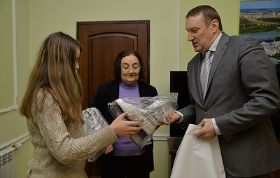 Написавшей письмо Путину омской школьнице подарили коньки