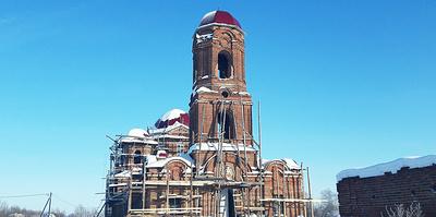 Вместо колоколов — газовые баллоны. Почему мусульманин восстанавливает православный храм