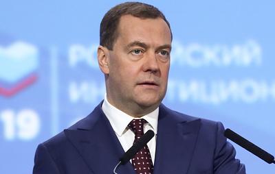 Медведев планирует выезжать в регионы и лично контролировать реализацию нацпроектов