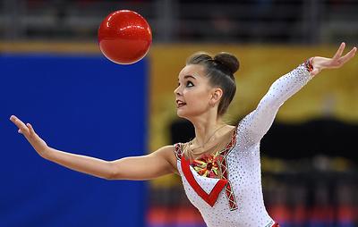 Гимнастка Дина Аверина победила в упражнениях с обручем и мячом на этапе Гран-при в Москве