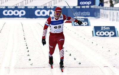 Большунов объяснил плохим самочувствием поражение в лыжном спринте на ЧМ
