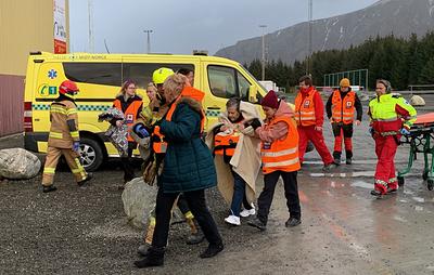 СМИ: спасатели рассказали, как долго продлится эвакуация людей с судна Viking Sky