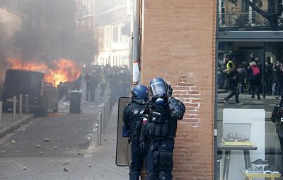 СМИ: столкновения протестующих с полицией начались в Тулузе
