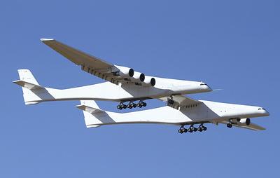 Крупнейший в мире самолет Stratolaunch совершил первый испытательный полет