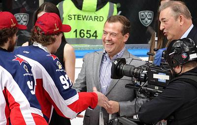Медведев принял участие в церемонии награждения хоккеистов ЦСКА, выигравших Кубок Гагарина